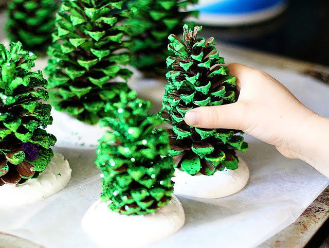 Pine Cone Christmas Tree Craft Project.How To Make Diy Pine Cone Christmas Trees Awesomejelly Com