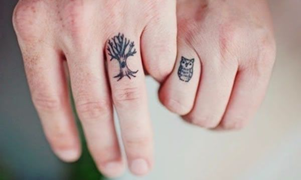 75f2b73c5 13 Of The Coolest Engagement Ring Tattoos • AwesomeJelly.com