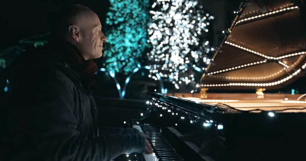 Christmas Piano.The Piano Guys 88 Piano Keys Control 500 000 Christmas Lights
